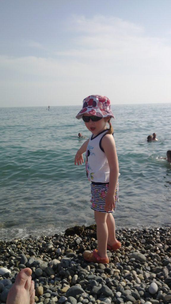 дочь на море